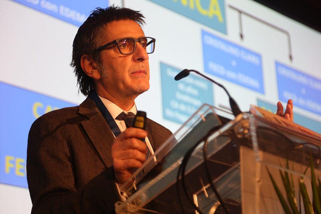 Dr. Alberto Villarubia en ponencia